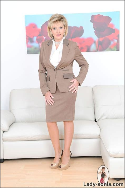 lady in business suit sex jpg 684x1028